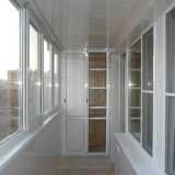 Особенности и достоинства теплого остекления балконов