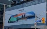 Рекламные Apple щитах по всему миру говорят, что iPhone будет на 3-Х. Ноября